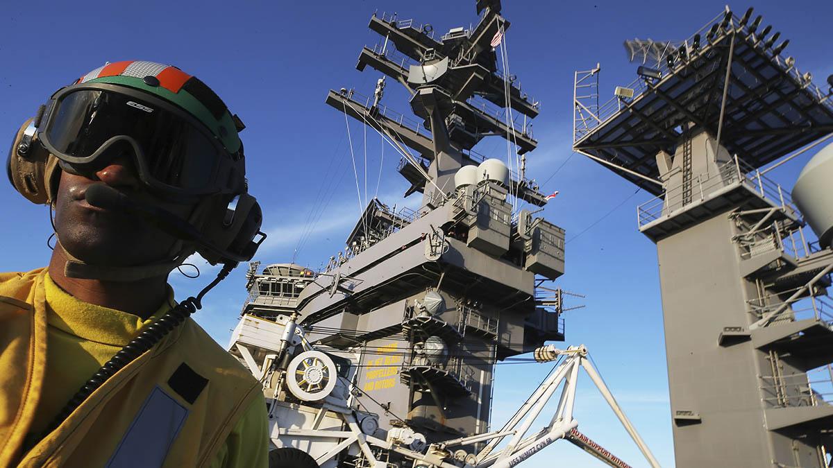 Imagen del portaviones estadounidense Nimitz, destinado en el Golfo.