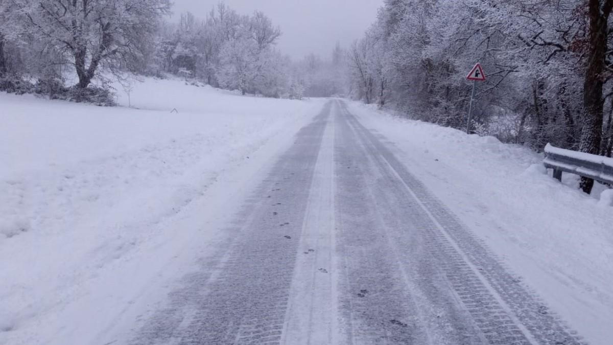 Carretera secundaria nevada por el temporal. (Europa Press)