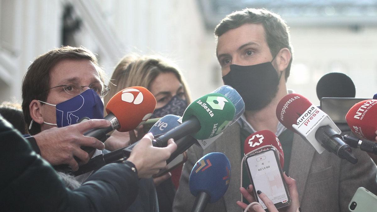 El presidente del PP, Pablo Casado, atiende a los medios, en Madrid. Foto: EP