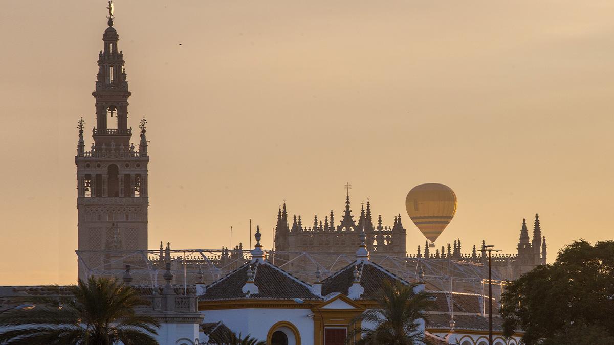 Los Reyes Magos han recorrido Sevilla en globo.