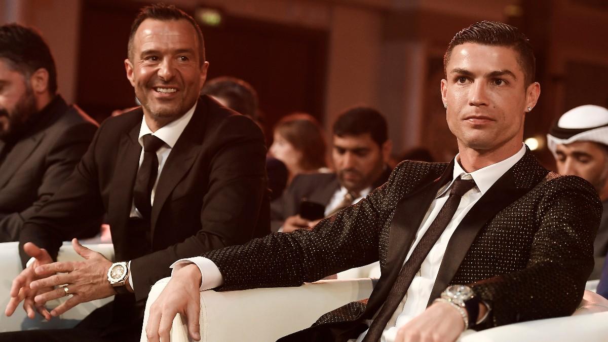 Jorge Mendes, en un evento junto a Cristiano Ronaldo. (AFP)