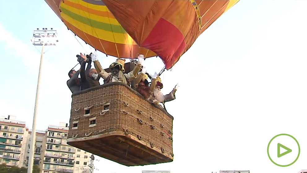 Los Reyes Magos llegan en globo a Sevilla.