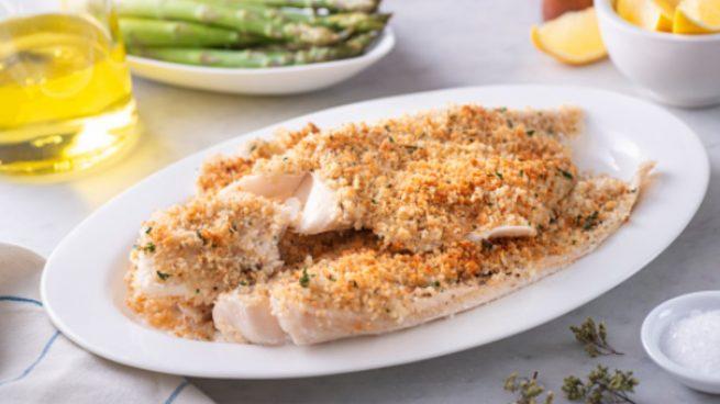Merluza al horno con limón, receta de pescado rápida y saludable