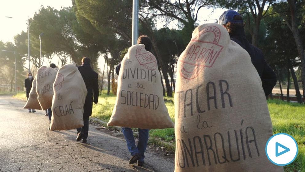 Los Reyes Magos llevan una tonelada de carbón a Pedro Sánchez por engañar y dividir a los españoles