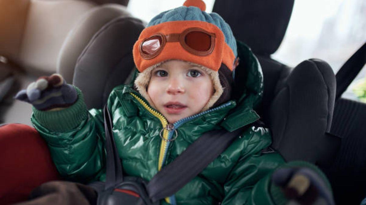 Llevar a los niños con abrigo en coche puede ser un riesgo
