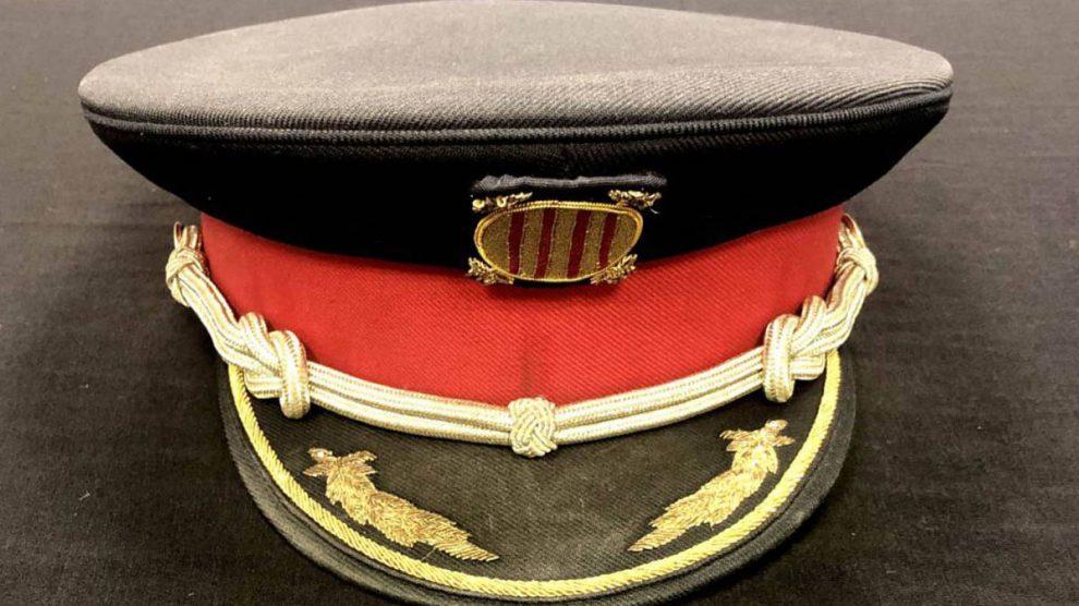 La gorra del Mayor Trapero por la que se han pagado 950 €.