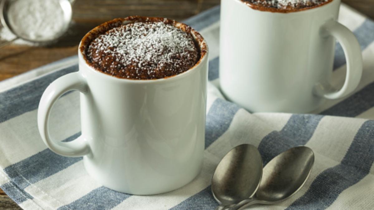 Mug cake vegano de chocolate y almendras