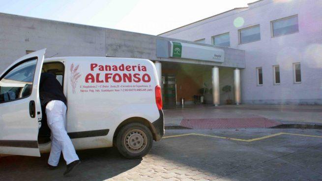 Regalo de roscones de reyes de Panadería-Pastelería Alfonso a los sanitarios del Hospital Alto Guadalquivir de Andújar por su esfuerzo contra la pandemia. Panadería Alfonso 6/1/2021.