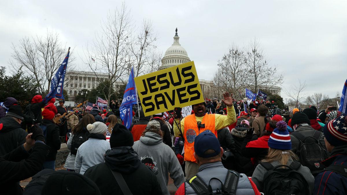 Los manifestantes se han congregado ante el Capitolio para mostrar su apoyo a Trump y denunciar el supuesto amaño en las elecciones.