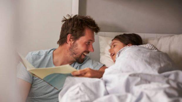 Trucos y pautas para leer cuentos a los niños antes de dormir