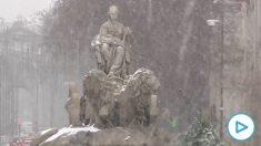 Así se han llenado de nieve Cibeles y Neptuno