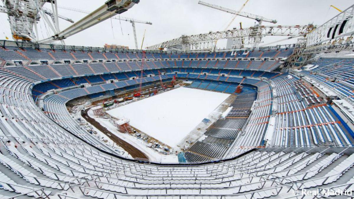 El Santiago Bernabéu, cubierto de nieve. (realmadrid.com)