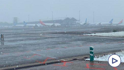 Los aeropuertos españoles activan sus protocolos para afrontar una nevada histórica