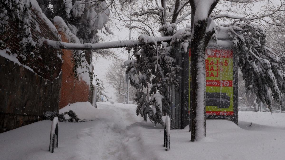 Madrid cierra colegios, institutos y universidades hasta el martes por la nieve que deja Filomena