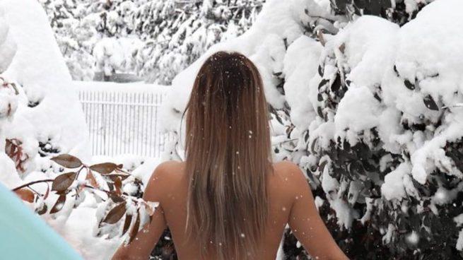 Tamara Gorro y su posado bajo la nieve.