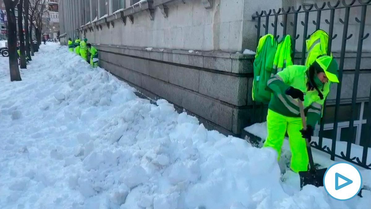 Nieve en una calle de Madrid.