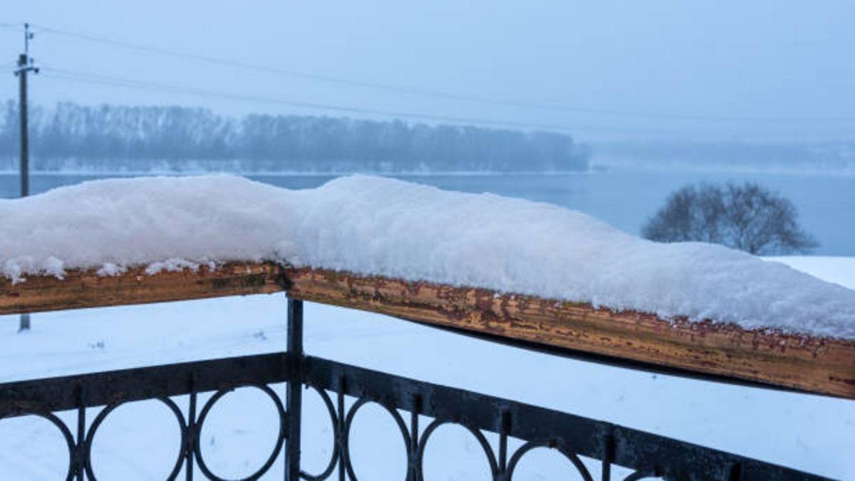 Dejar que la nieve se acumule en el hogar puede ser todo un peligro