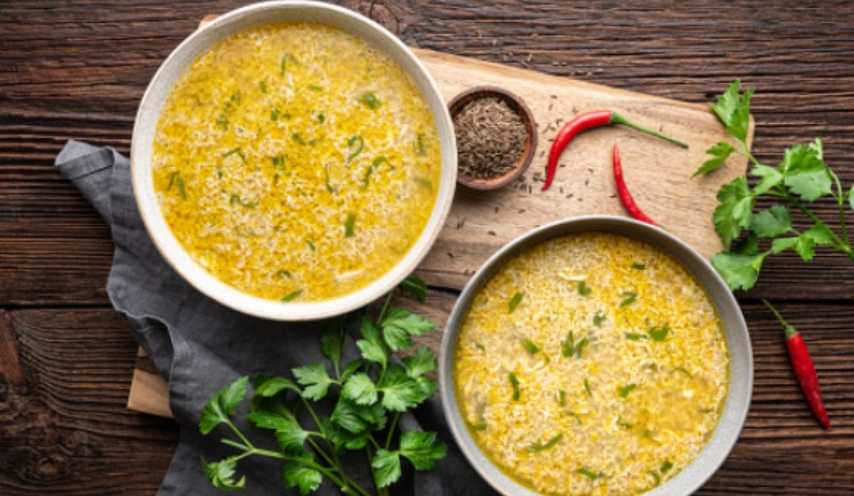 sopa de verduras con huevo