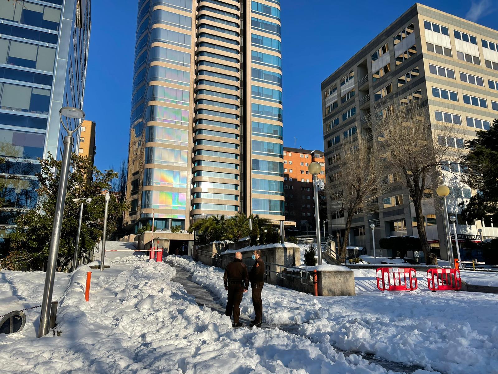 Entrada de los juzgados tras la tormenta de nieve Filomena.