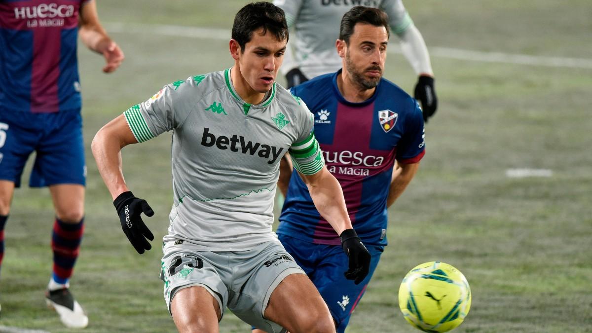 El Betis vence al Huesca en El Alcoraz. (EFE)
