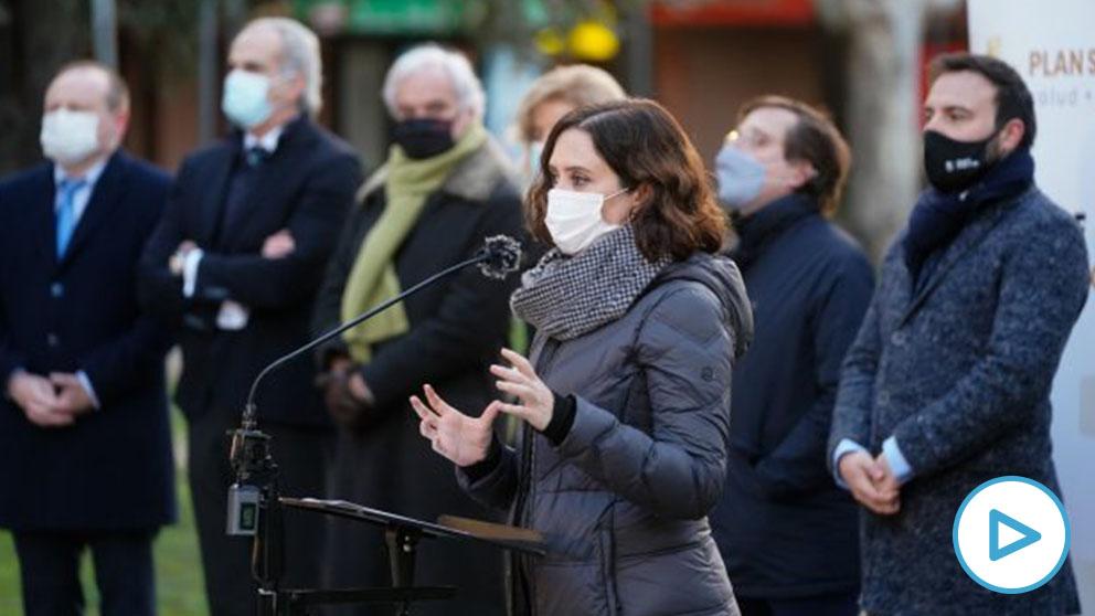 La presidenta de la Comunidad de Madrid, Isabel Díaz Ayuso, durante su visita al dispositivo de test de antígenos que el Gobierno regional ha puesto en marcha en Mercamadrid REMITIDA _ HANDOUT por COMUNIDAD DE MADRID