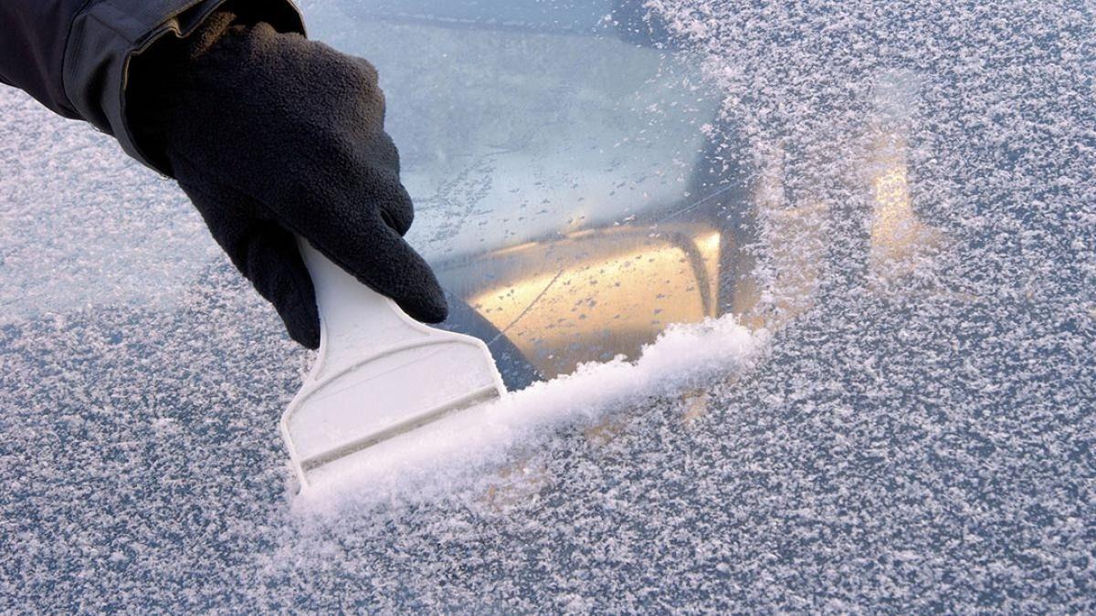 Quitar hielo del parabrisas