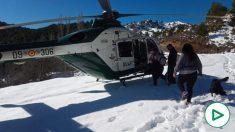 Evacuación en helicóptero de las personas aisladas por la nieve en Cabeza Gorda (Foto: Subdelegación de Gobierno).