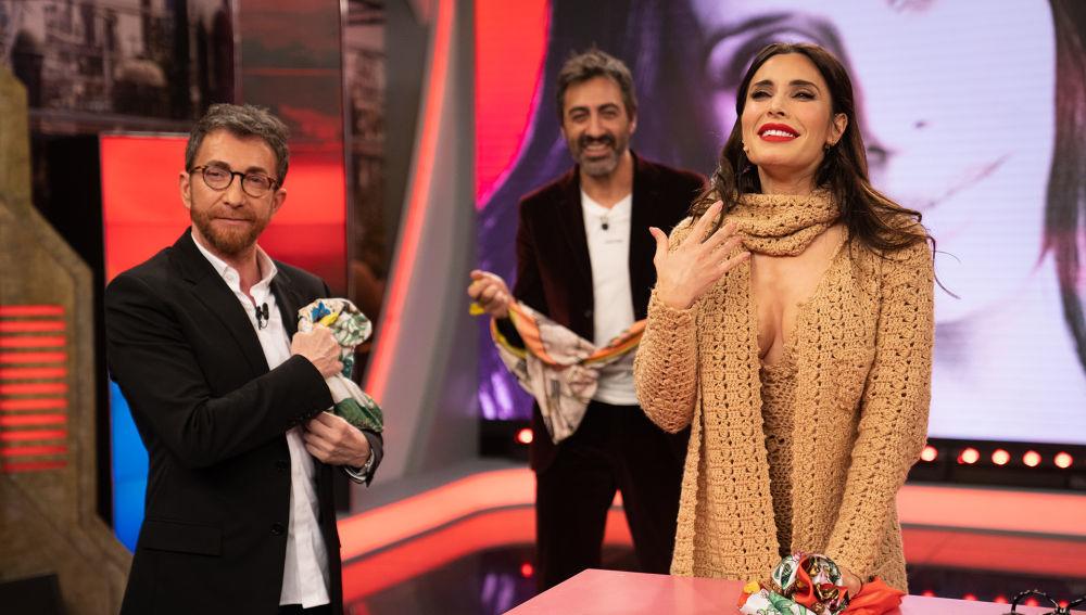 Pablo Motos y Pilar Rubio con su sugerente look.
