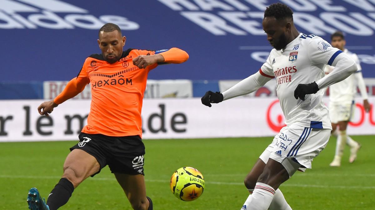 Moussa Dembélé durante un partido con el Olympique de Lyon. (AFP)
