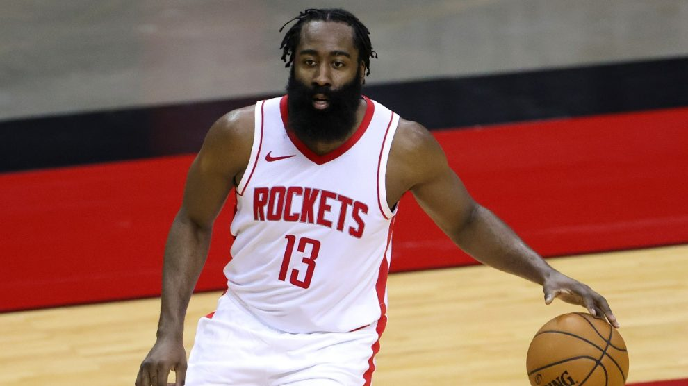 James Harden, durante un partido con los Houston Rockets (AFP).