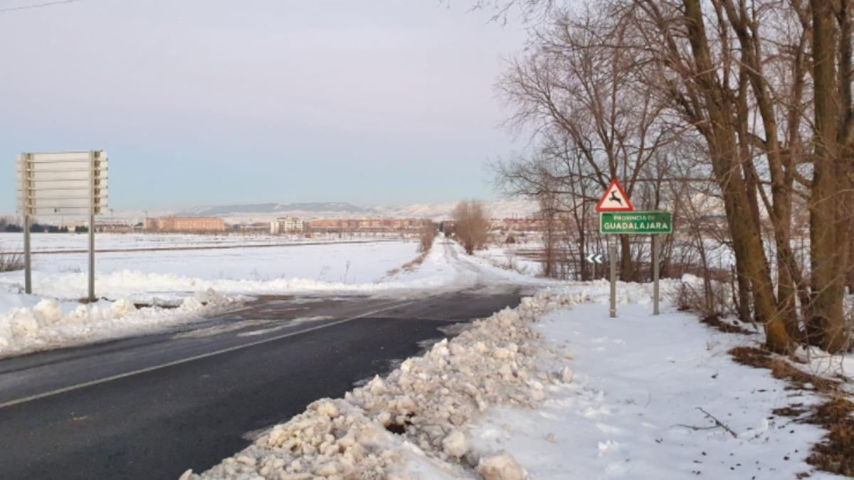 La unión entre Madrid y Guadalajara, con la parte madrileña despejada de nieve.