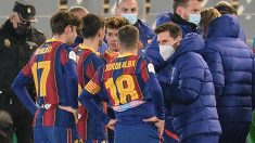 Messi anima a sus compañeros antes de la prórroga. (AFP)