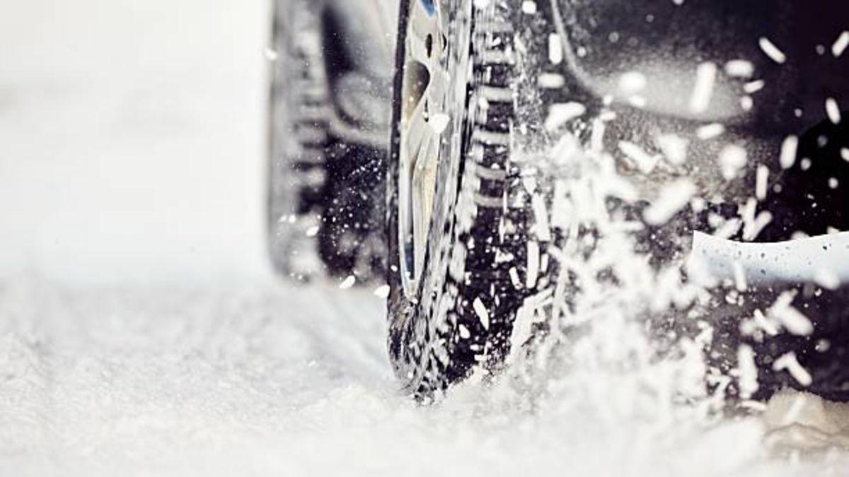Los pasos a seguir para sacar el coche de la nieve