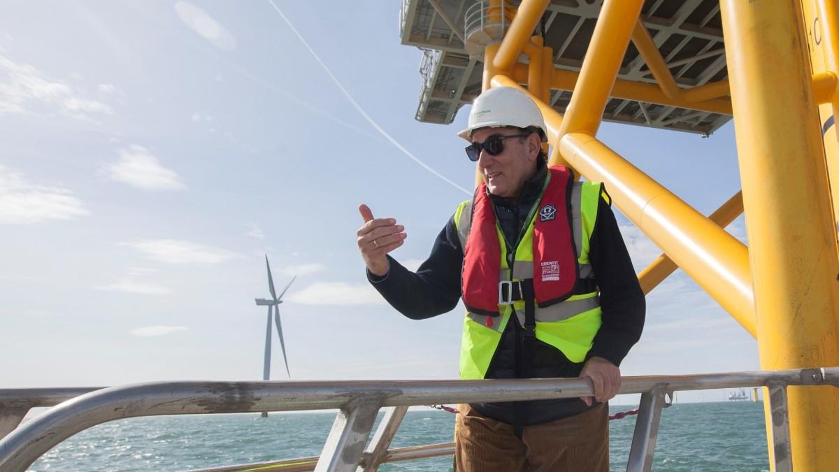 Ignacio Galán, presidente de Iberdrola, durante una visita al parque eólico marino West of Duddon Sands. Fuente_ Europa Press