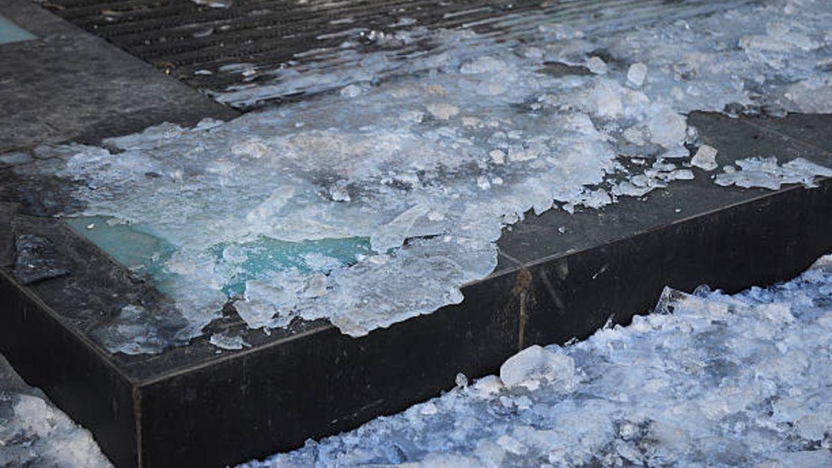 Descubre de qué modo podemos eliminar el hielo del suelo o de las aceras