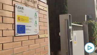 Marlaska reconvierte un hotel de Sevilla en centro de acogida ante la avalancha de inmigrantes.