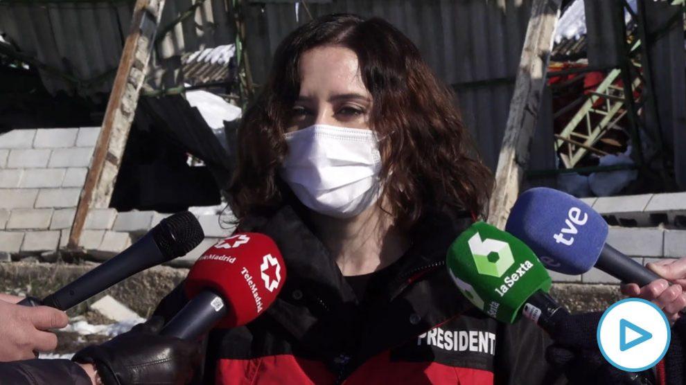 La presidenta madrileña Isabel Díaz Ayuso, este sábado durante su visita al municipio de Villamanrique de Tajo.