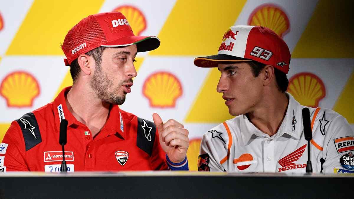 Andrea Dovizioso, Ducati, y Marc Márquez, Honda. (AFP)