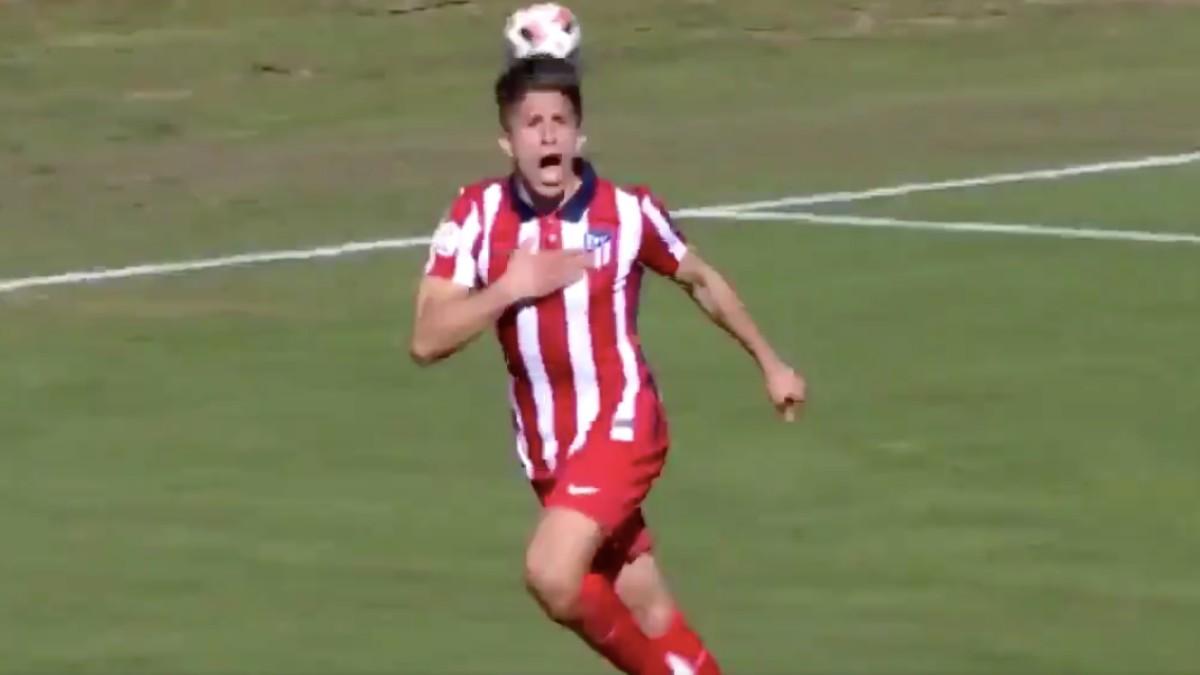 Giuliano Simeone celebra su gol con el Atlético B. (Captura de pantalla)