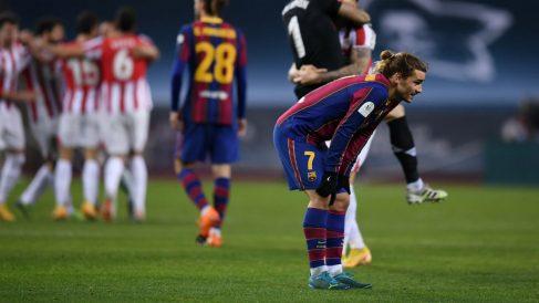 Griezmann se lamenta tras la derrota en la Supercopa. (Getty)