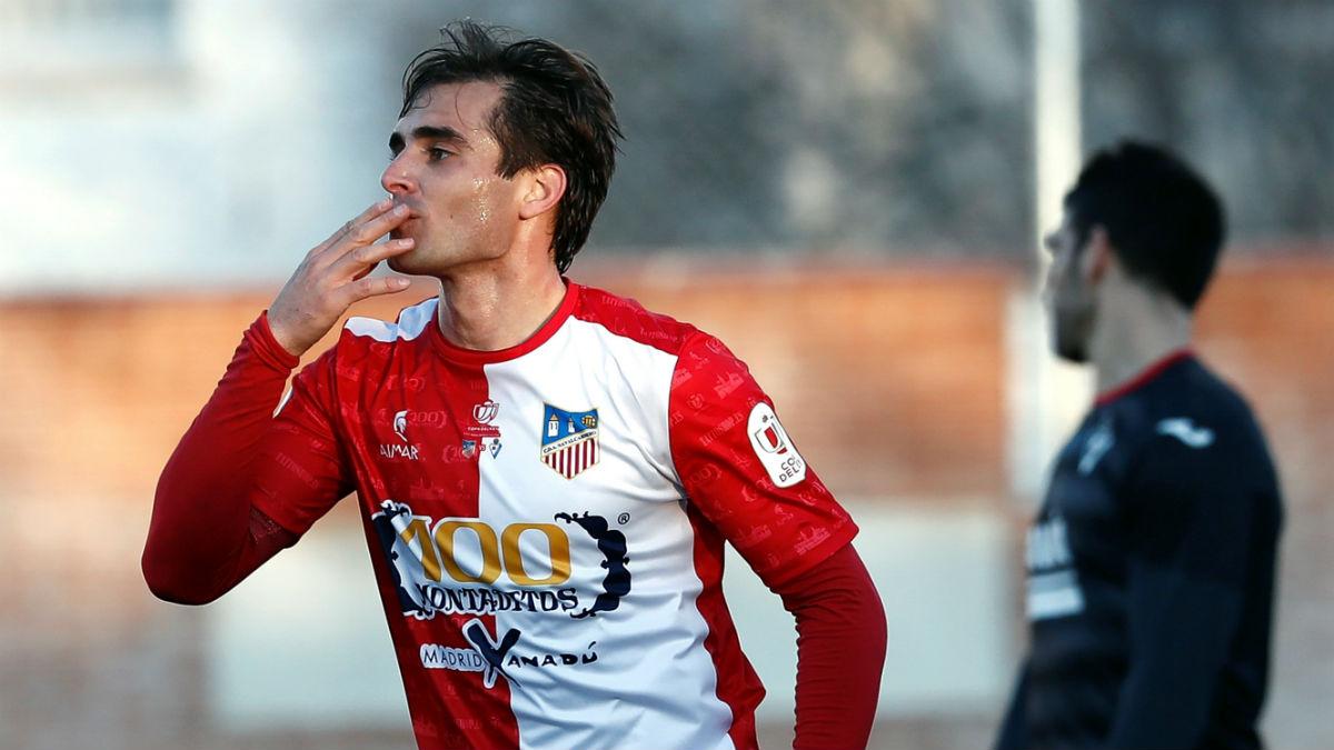 Juan Esnáider celebra uno de los goles al Eibar. (EFE)