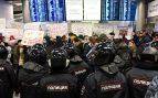La policía rusa aguarda la llegada de Navalny para detenerlo (Foto: AFP)