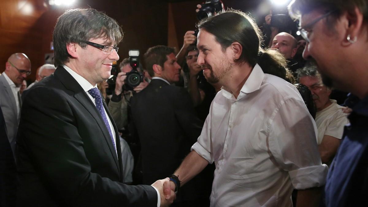 El ex presidente de la Generalitat fugado, Carles Puigdemont, y el vicepresidente segundo, Pablo Iglesias. (Foto: Europa Press)