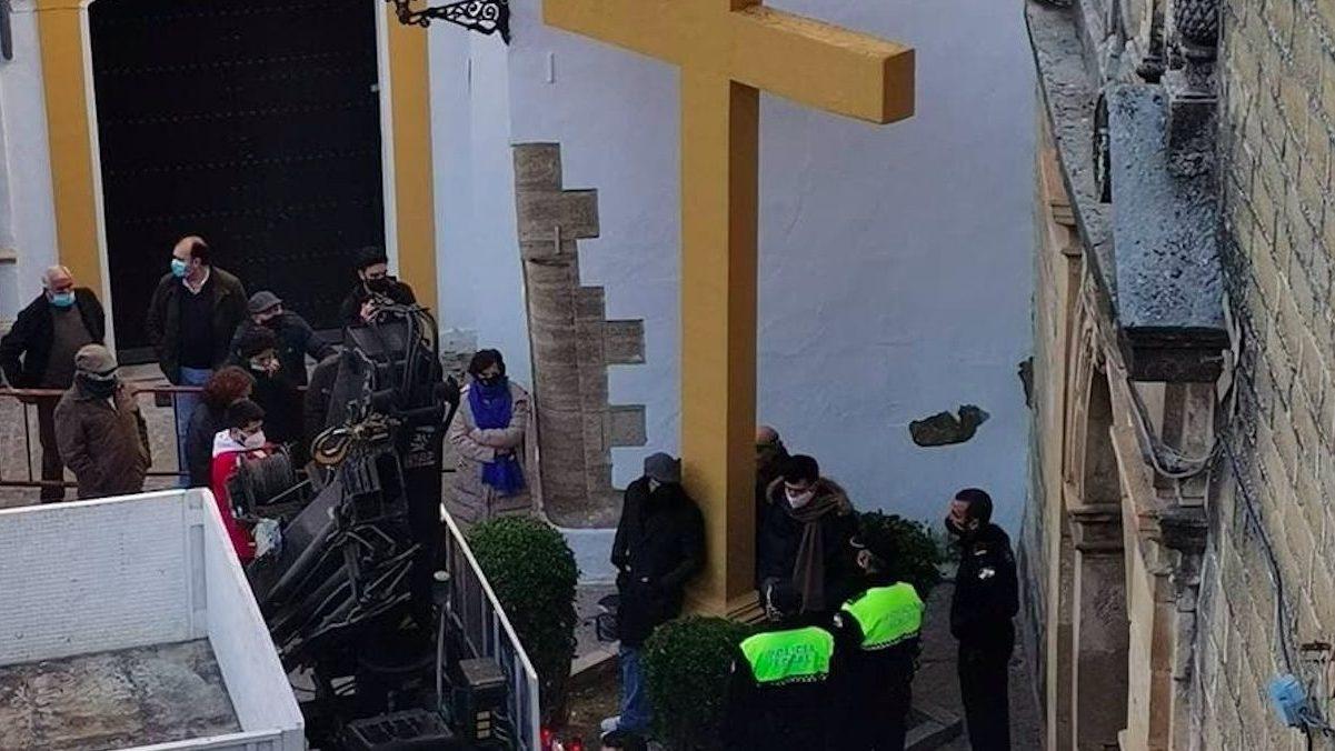 Cruz de las Descalzas en Aguilar de la Frontera antes de su retirada.