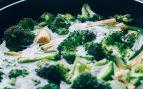 Brócoli con hierbas y coco