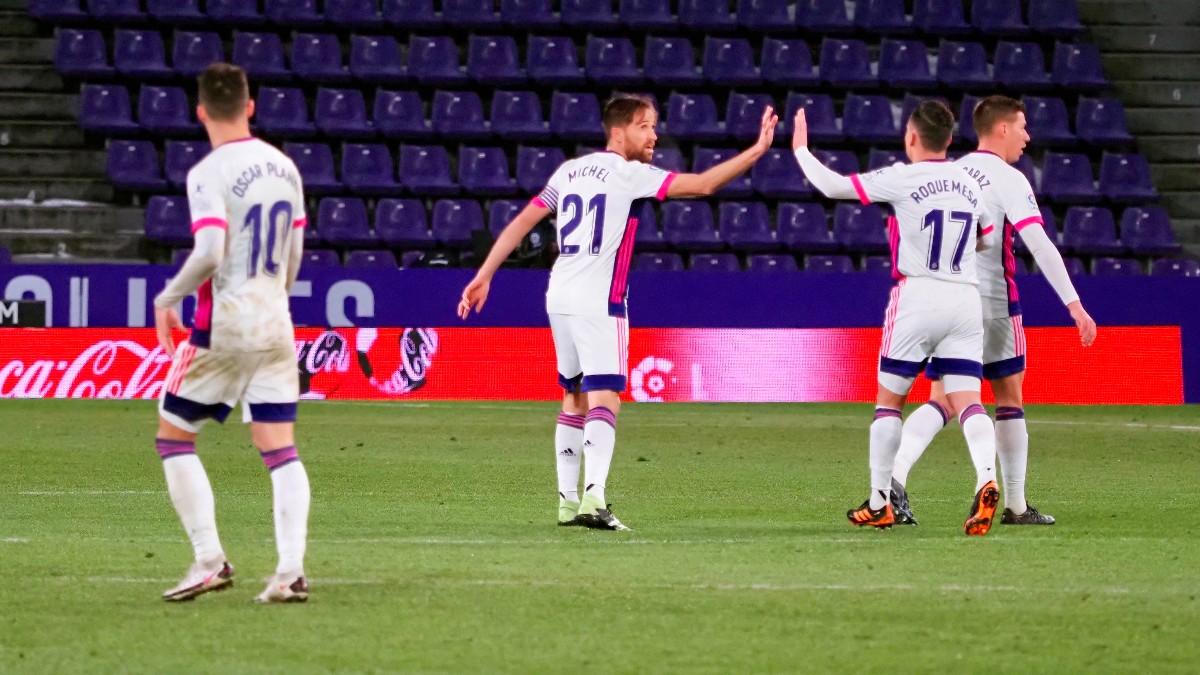 Los jugadores del Valladolid celebran el gol de Míchel. (EFE)