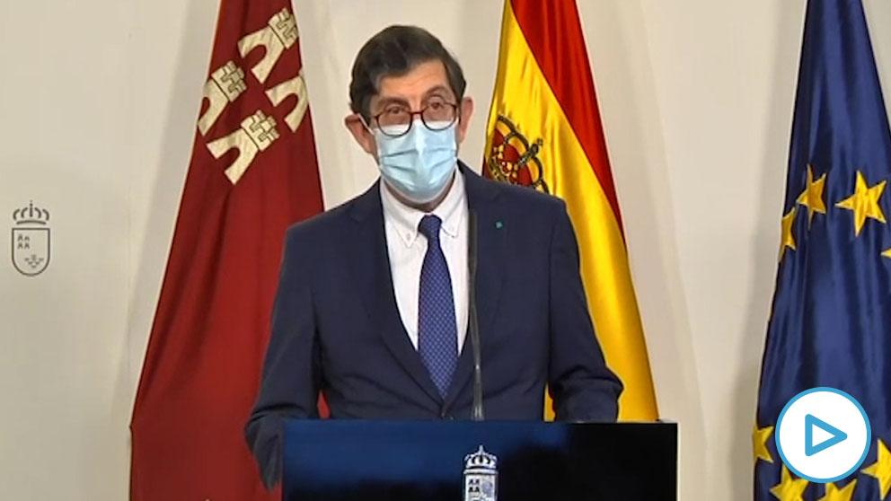 Dimite el consejero de Murcia que se coló en la vacunación