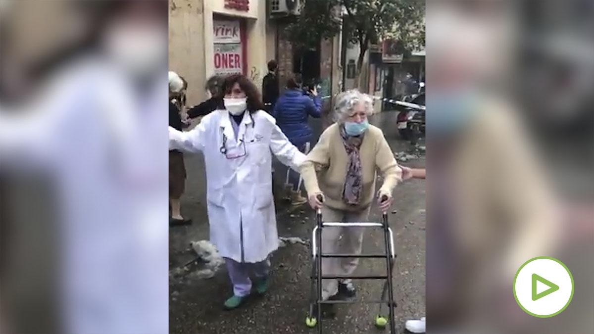 Así evacuan a los ancianos de la residencia afectada por la explosión en Madrid