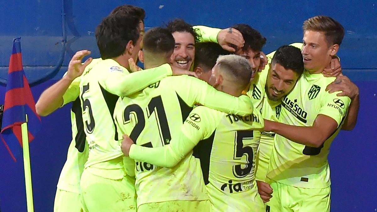 Los jugadores del Atlético de Madrid celebran un gol frente al Eibar. (AFP)