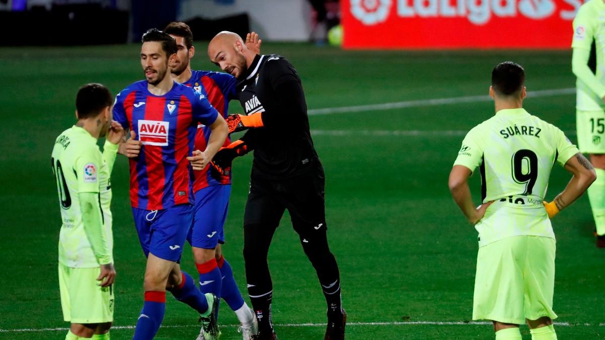 Dmitrovic celebra su gol en el Eibar – Atlético de Madrid. (EFE)